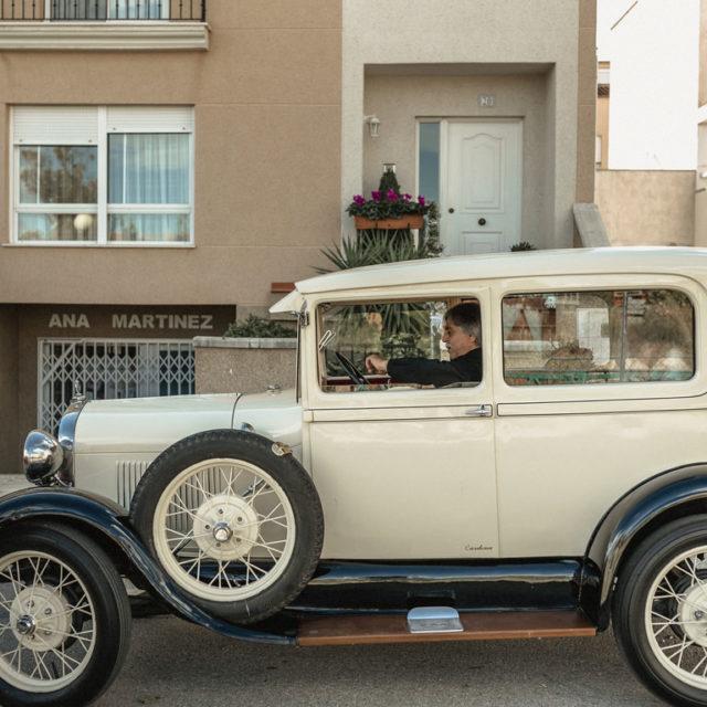 Vehículo de bodas antiguo