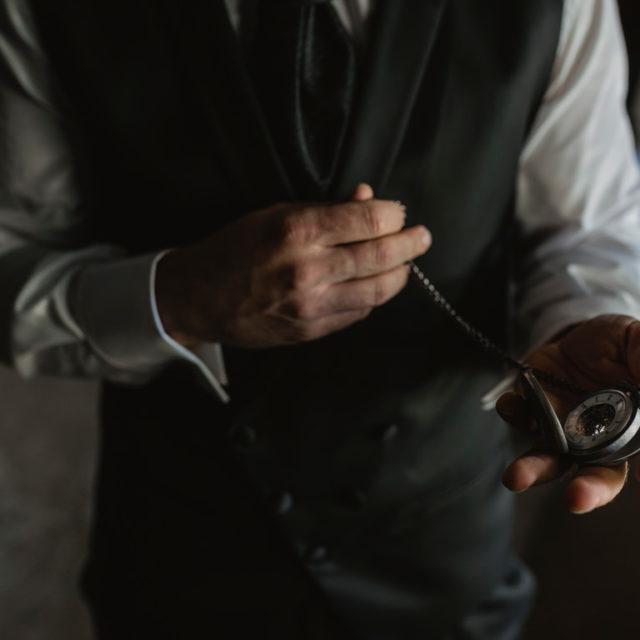 Detalles del traje de novio